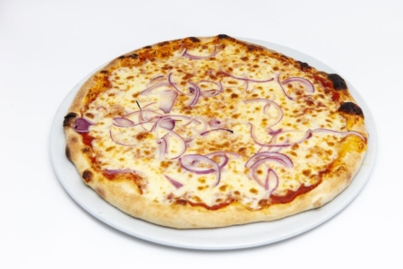 Tomatensauce, Mozzarella, Zwiebeln, Oregano